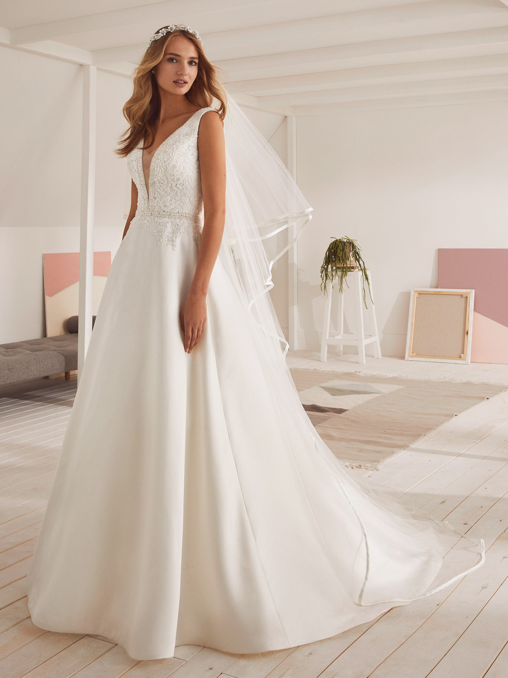 ab6e1275818 Robe de Mariée OMAN White one Collection 2019